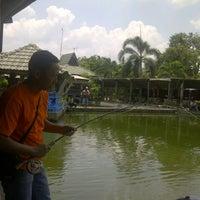 Photo taken at Pemancingan & Lesehan Tirta Mas by Tedy S. on 10/7/2012