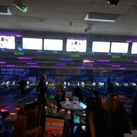 Photo taken at Brunswick Zone Cal Oaks Bowl by Elena on 9/14/2013