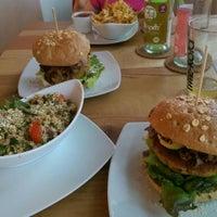 Das Foto wurde bei Bunte Burger von Liliana & Fatih D. am 8/8/2015 aufgenommen