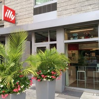 Photo taken at Illy Caffè by David D. on 8/21/2014