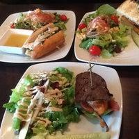 Das Foto wurde bei Harvest Seasonal Grill & Wine Bar von Amy T. am 12/14/2012 aufgenommen