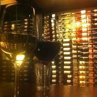 Das Foto wurde bei Tria Wine Room von Amy T. am 3/21/2013 aufgenommen