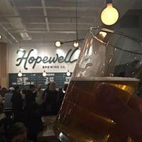 รูปภาพถ่ายที่ Hopewell Brewing Company โดย Ben M. เมื่อ 2/6/2016
