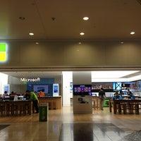 Foto tirada no(a) Microsoft Store por Ian C. em 6/13/2013
