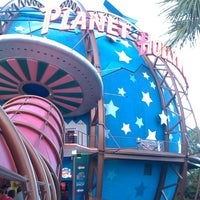 Photo taken at Planet Hollywood by Ivy C. on 7/6/2013