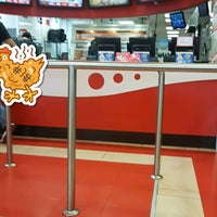 Photo taken at Kentucky Fried Chicken KFC by Veronica R. on 4/7/2018