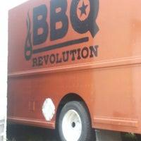 รูปภาพถ่ายที่ BBQ Revolution โดย Erick R. เมื่อ 3/15/2015