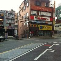 Photo taken at Mercure Ambassador Gangnam SODOWE by Verry W. on 3/16/2013