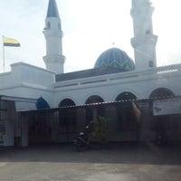Photo taken at Masjid Alang Iskandar KDSK by Syukrie R. on 7/8/2016