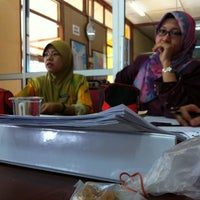 Photo taken at Roti Canai Affandi by Shahrul N. on 4/17/2014