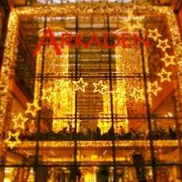 Foto tirada no(a) Potsdamer Platz Arkaden por Ian M. em 12/9/2012