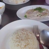 Photo taken at ข้าวมันไก่เจ๊อัง by Oily O. on 5/10/2014