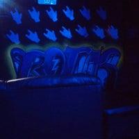 Photo taken at Rock N' Roll Cafe - Bar by Fernando V. on 10/11/2014