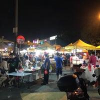 Photo taken at Pasar Malam Kepong Baru (Sunday) by Choo Jen Shin on 6/18/2017