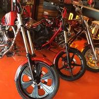 Photo taken at TT Custom Choppers Kızıltoprak by Hulki on 10/10/2015