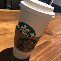 Foto tomada en Starbucks por Kathie H. el 2/14/2018