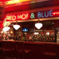 Photo taken at Red Hot & Blue  -  Barbecue, Burgers & Blues by Kathie H. on 3/15/2016