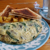 Photo taken at Pearl Street Diner by Paul J. on 8/15/2014