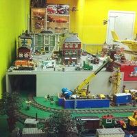 Снимок сделан в GameBrick. музей-выставка моделей из кубиков LEGO пользователем Azaliya K. 10/6/2013