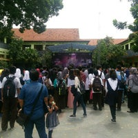 Photo taken at SMP Negeri 1 Malang by Dhodo A. on 12/19/2015