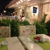 8/22/2013 tarihinde Bern .ziyaretçi tarafından Bornova Elit Restaurant'de çekilen fotoğraf