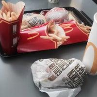 Photo taken at McDonald's / McCafé by yuni R. on 9/16/2016