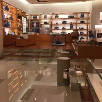 Foto diambil di Louis Vuitton oleh Ramdhan D. pada 12/16/2015