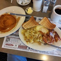 Photo taken at Mountain View Diner by David R. on 4/18/2013