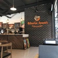 Photo taken at Gloria Jeans Coffees Bukit Bintang Plaza (GJC BB Plaza) by RAIMOON on 7/26/2017