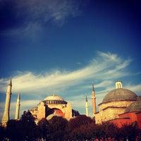 Das Foto wurde bei Ayasofya Müzesi Padişah Türbeleri von Mathieu M. am 10/9/2012 aufgenommen