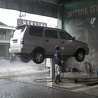 Photo taken at Bintang Arut Car Wash by djoko p. on 7/20/2013