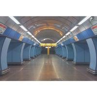 รูปภาพถ่ายที่ Metro =B= Vysočanská โดย Jenda Š. เมื่อ 12/5/2013