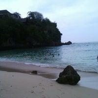 Снимок сделан в Padang-Padang Beach пользователем Reno S. 12/1/2012