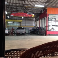 Photo taken at Chaba Car Wash by Boy Rotax M. on 10/13/2013
