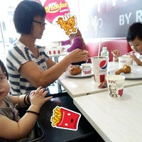 Photo taken at KFC by اءي أ. on 10/9/2017