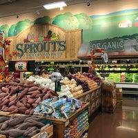 Photo prise au Sprouts Farmers Market par Earn P. le10/16/2016