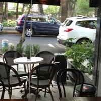 Foto tomada en Starbucks por Fernike L. el 7/15/2013