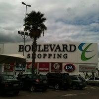 Foto tirada no(a) Boulevard Shopping por Aline S. em 11/6/2012