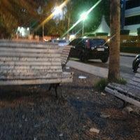 รูปภาพถ่ายที่ Pracinha da Nassau โดย Paula R. เมื่อ 5/7/2013