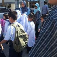 Photo taken at Sekolah Rendah Kebangsaan Minden Height by Apais U. on 12/29/2012