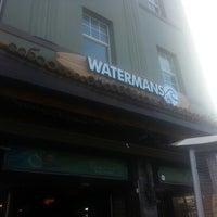 Photo prise au Watermans - A Safe House For Surfers par Marc T. le12/22/2012