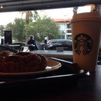 10/29/2015 tarihinde Burak Ö.ziyaretçi tarafından Starbucks'de çekilen fotoğraf