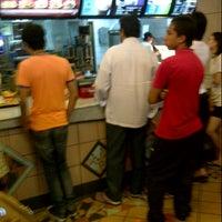 Photo taken at McDonald's / McCafè by Izwan E. on 10/28/2012