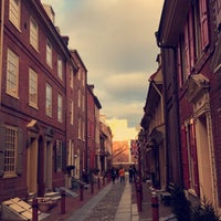 Photo taken at Elfreth's Alley by Banan on 4/1/2017