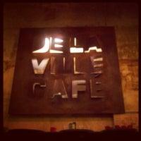 Foto diambil di Delaville Café oleh Aurélie D. pada 2/20/2013