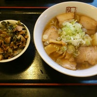 Photo taken at 喜多方ラーメン 坂内 金沢文庫店 by Masaya M. on 9/15/2012