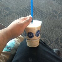 Photo taken at Peets Coffee And Tea by Yuuki D. on 8/23/2013