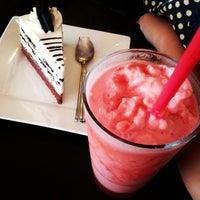 Photo taken at Earli Bird Cake & Coffee by กฤช ส. on 6/28/2014