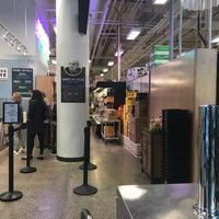 Das Foto wurde bei MOM's Organic Market von JR W. am 10/18/2017 aufgenommen