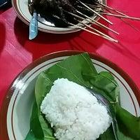 Photo taken at Sate Kerbau Maju 57 by Kurniawan W. on 2/14/2016